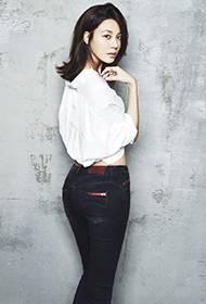 韩星金荷娜帅气牛仔勾勒S型性感曲线