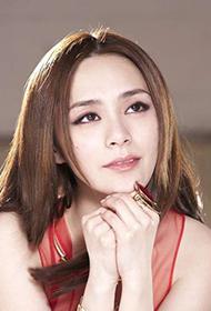 香港女歌手钟欣潼泪眼惹人怜组图