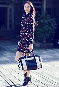 女明星吴佩慈时尚妩媚初秋街拍照