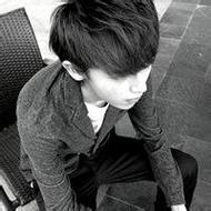 帅气的微信男生伤感黑白头像图片