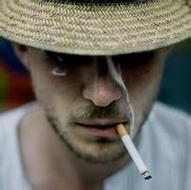 抽烟的欧美男生伤感qq意境头像图片