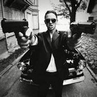 帶手槍的歐美男生qq霸氣頭像圖片