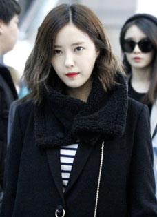 時尚女王Tara成員樸孝敏 氣質大衣引領機場時尚