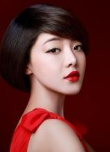 人气女星邓家佳拍摄前卫写真演绎完全不同的风格