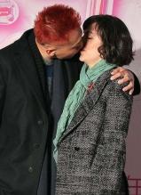 刘烨当众与妻子拥吻秀甜蜜