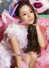 安又琪专辑性感写真 羽毛飘落美腿尽显