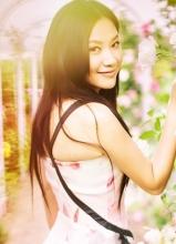 徐静蕾法国花园写真 蔷薇花丛中浅笑嫣然