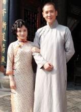 爱情悠悠热拍剧照 韩栋与众老婆合影