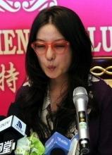 趙薇大連宣傳致青春 現場賣萌避談陳坤