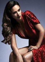 杰西卡·阿爾芭復古寫真 冷艷妝容大展女王氣質