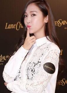 Jessica郑秀妍出席香港YSL体验活动现场 蕾丝透视装抢镜