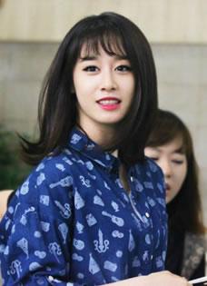 T-ara成员朴智妍唯美时尚机场街拍显秀气