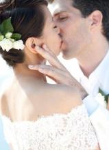 梁詠琪與老公甜蜜擁吻婚紗照