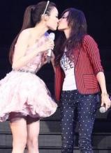 范瑋琪舉行紅館演唱會 與張柏芝上演女女激吻
