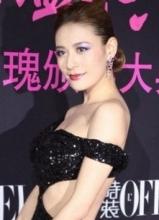 江若琳露背裝性感十足