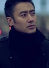 吴秀波异国街头写真 演绎浪漫诗人