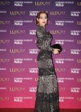 张馨予黑色修身豹纹长裙 尽显性感完美身材