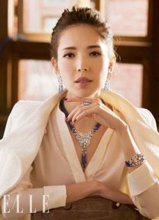 許瑋甯與阮經天分手不影響心情 拍攝珠寶大片勇登封面