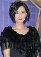 朱茵产后首度亮相 黑色裙装显魅力