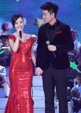 李小璐产后首次与贾乃亮同台 大秀甜蜜