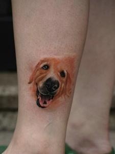 小腿外侧十分可爱的小狗头像纹身刺青