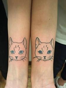 手臂可爱萌萌的平安彩票网小猫纹身图案