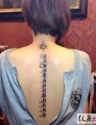 背部傳統藏文紋身圖案