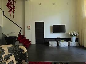 現代客廳躍層電視背景墻設計圖