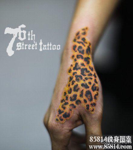 一款男生手部超帅的豹纹纹身图案