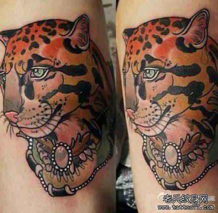 时尚很酷的一款豹头纹身图案