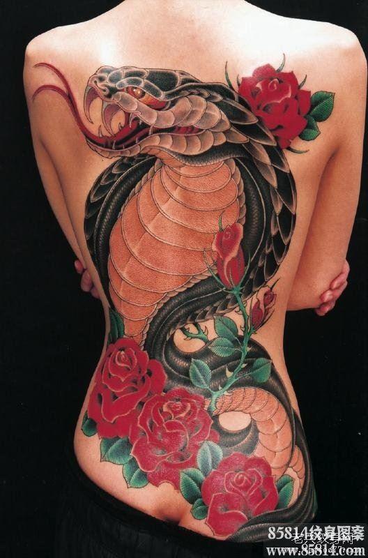 分享一款满背眼镜蛇纹身图案