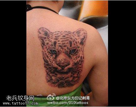 漂亮的莲花豹头纹身图案