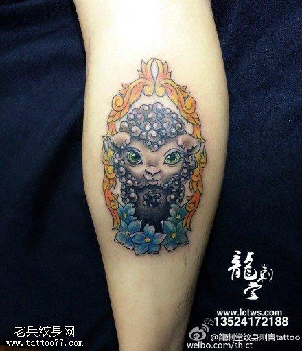 彩绘可爱的小猪纹身图案