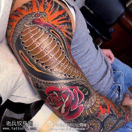 经典眼镜蛇玫瑰大花臂纹身图案