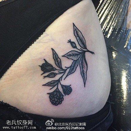 腰部的青藤紋身圖案