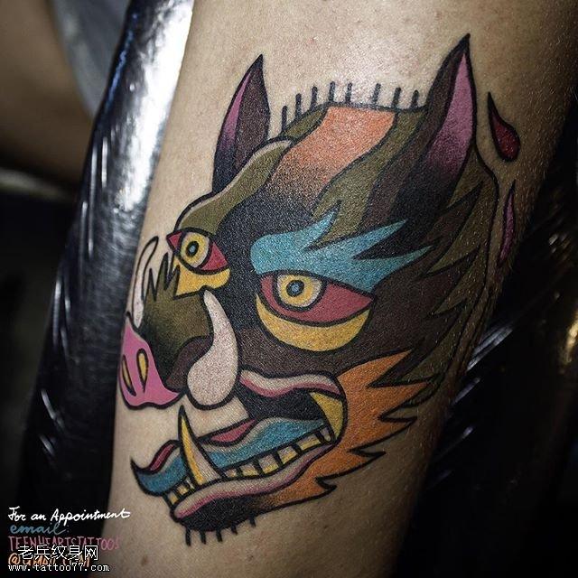 大腿彩绘豹头纹身图案