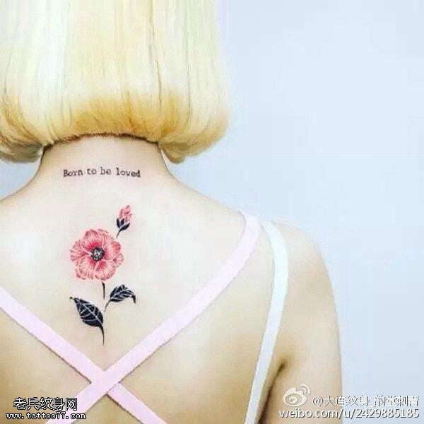 背部一朵清新的小花紋身圖案