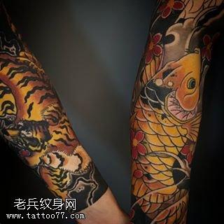 手臂的锦鲤老虎纹身图案