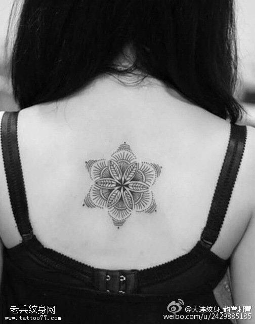 背部清新梵花紋身圖案