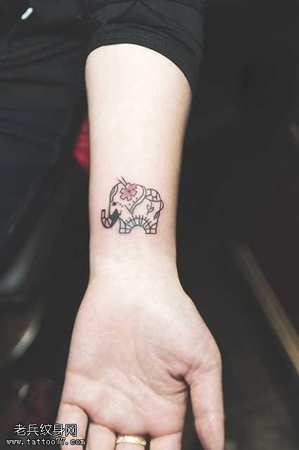 手臂清新小象時尚紋身圖案