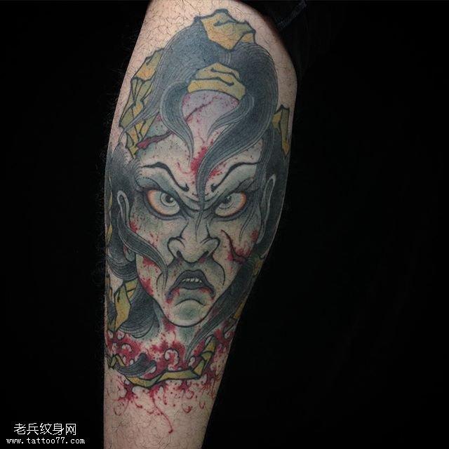大臂上恶魔纹身图案