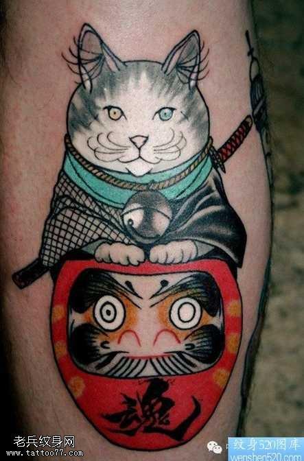 腿部一组招财猫纹身图案
