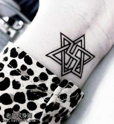 手腕六芒星纹身图案