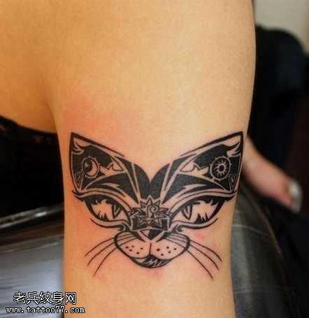 手臂精美的圖騰貓咪紋身圖案