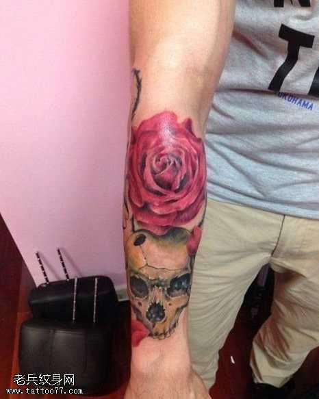 手臂歐美骷髏頭玫瑰花紋身圖案