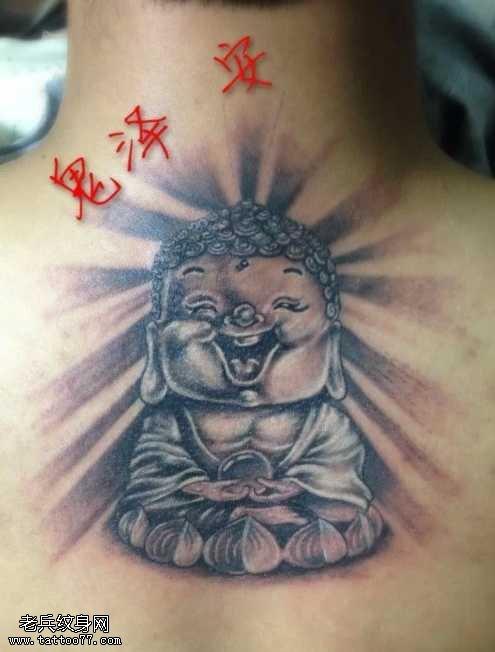 背部萌佛纹身图案