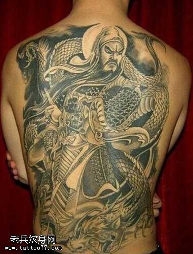 满背关公绞龙纹身图案