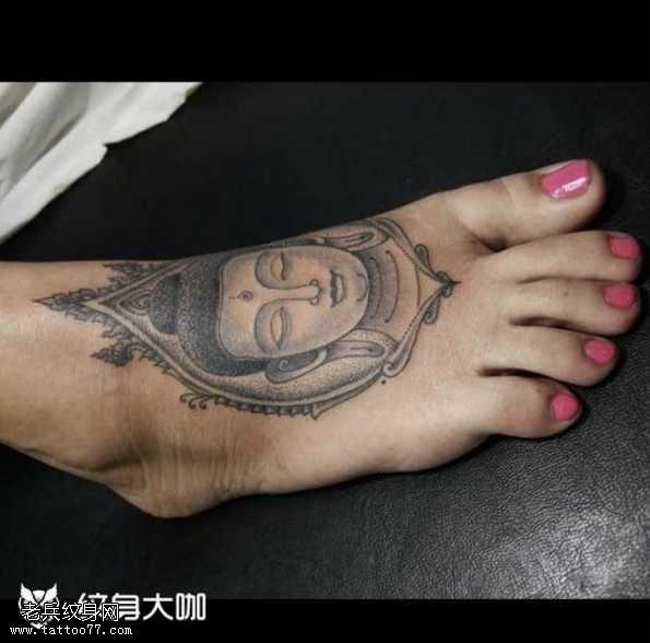 脚部佛祖纹身图案