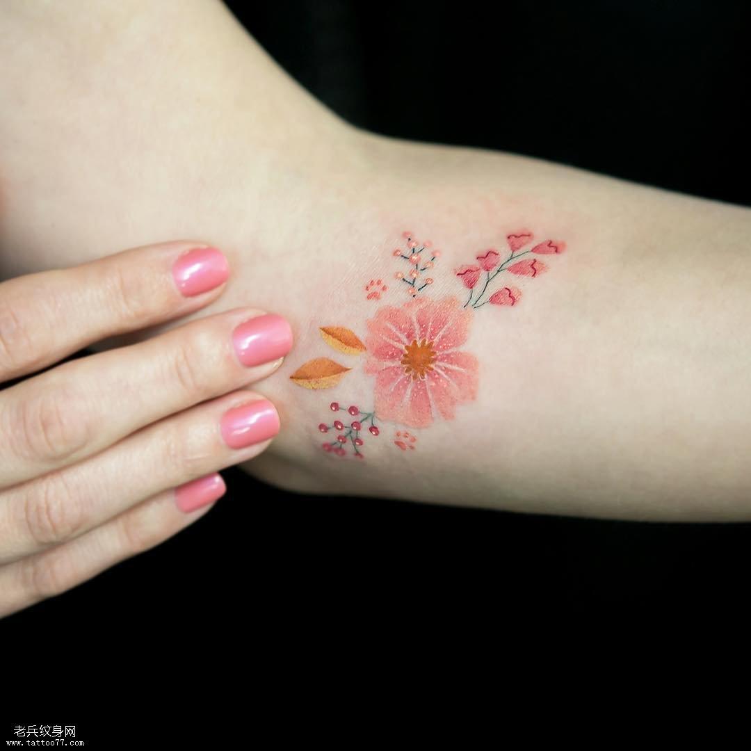 小臂花纹身图案