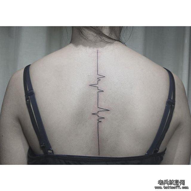 女生背部心電圖線條小清新紋身圖案
